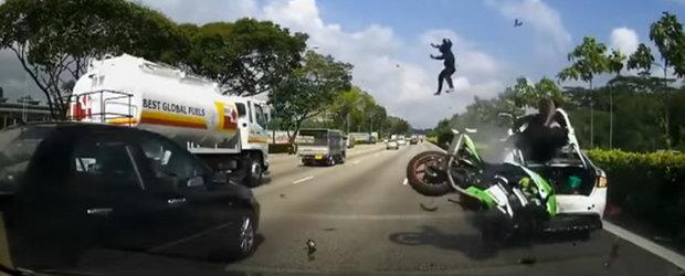 VIDEO: Asa arata 10 oase fracturate si 6 luni de spitalizare pentru un motociclist si al sau pasager