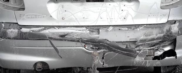 "VIDEO: Asta se intampla cand ""speli"" masina cu un compresor de 3.000 de bari"