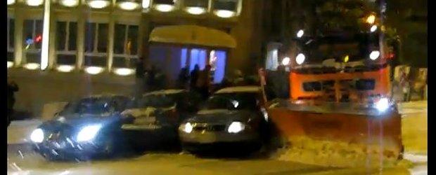 VIDEO: Balet cu masini, pe o strada inghetata din Europa