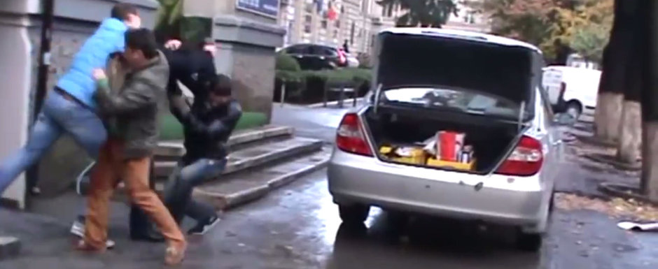 VIDEO: Bataie in Moldova dupa ce un sofer intra cu masina pe trotuar