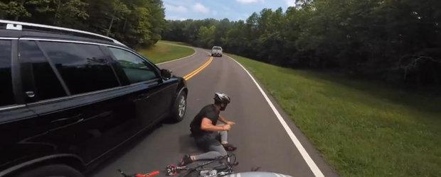 VIDEO: biciclist lovit de sofer. Cine crezi ca are dreptate?