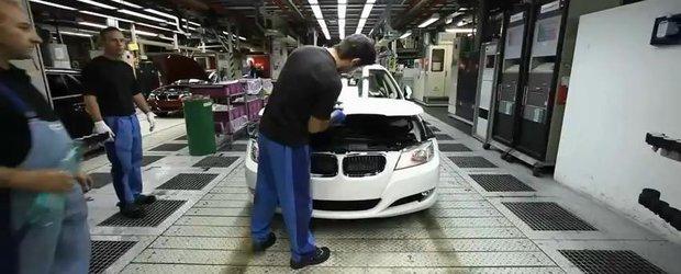 Video BMW: Plimbarea cu un BMW Seria 3 de la stadiul de metal la cel de masina pe strada