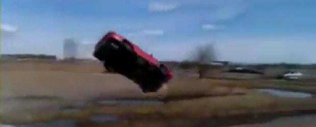 Video: Cascadorie nereusita cu Mazda 626