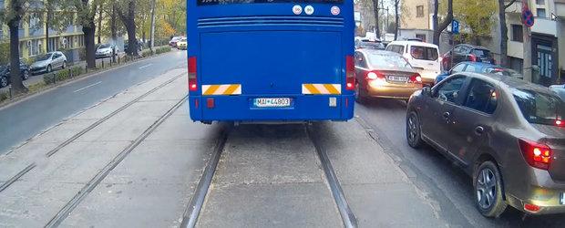 VIDEO: Cea mai proasta soferie este la Jandarmerie! Autocar MAI la un pas de tragedie in Bucuresti