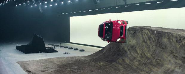 VIDEO: Cea mai tare cascadorie cu un SUV tocmai a fost facuta. Un surub de 360 grade!
