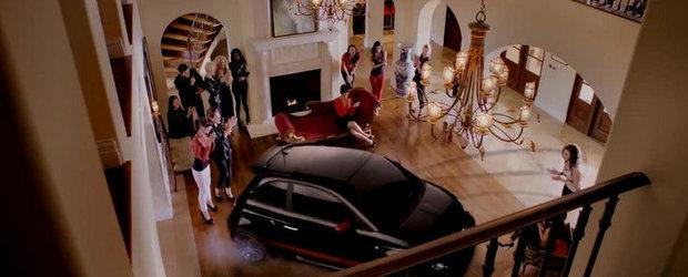 VIDEO: Charlie Sheen si Fiat 500 Abarth, impreuna intr-un promo inedit