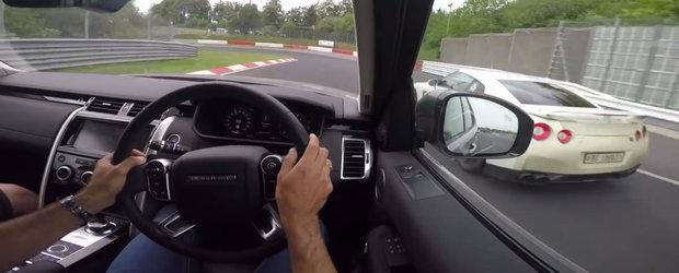 VIDEO: Conduce un Land Rover Discovery de parca l-ar fi furat. Depaseste Nissan GT-R, Mercedes A45 AMG etc