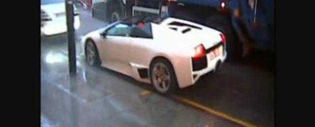 Video: Cu Lamborghini-ul decapotat prin ploaie