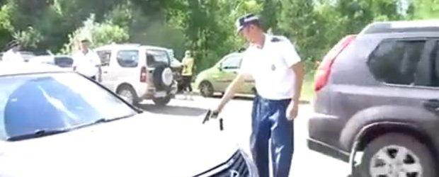 Video cu politia din Rusia: cum se opreste o masina in trafic