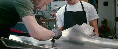 VIDEO: Cum a fost construit cel mai scump Nissan GT-R din toate timpurile doar cu dalta si ciocanul