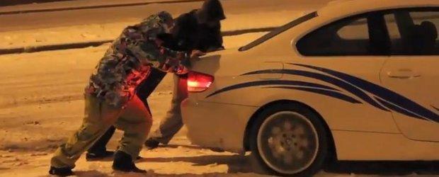 Video de iarna: un mix cu masini pe gheata, accidente si momente funny