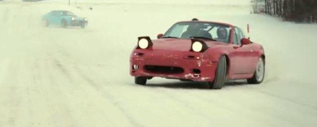 VIDEO de sezon: Drifturi pe zapada cu Mazda x 2
