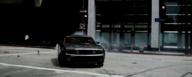 Video: Ford Mustang GT versus skateri profesionisti