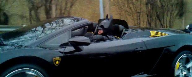 Video Funny: Adio Batmobile! Batman conduce, mai nou, un Lamborghini