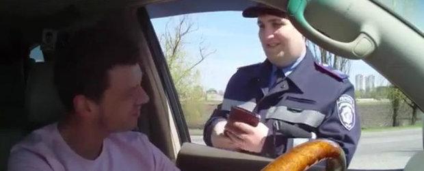 Video Funny: Cum sa te faci de ras in fata unui politist
