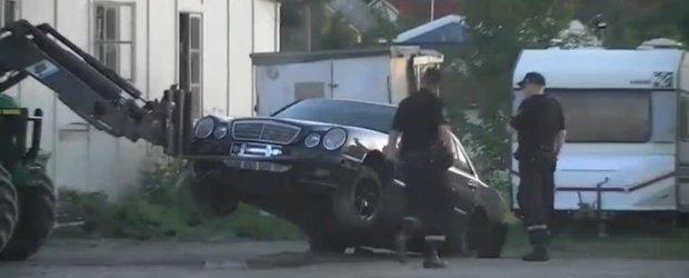 Video: hot de masini prins de proprietar cu ajutorul unui stivuitor