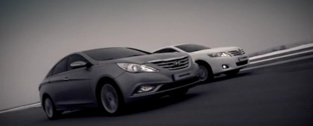 Video: Hyundai Sonata si Toyota Camry, fata in fata