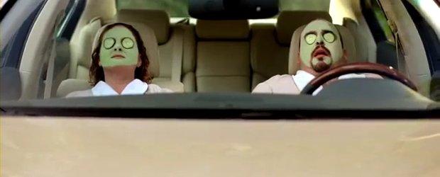 Video: Infiniti ironizeaza Lexus in doua spoturi publicitare