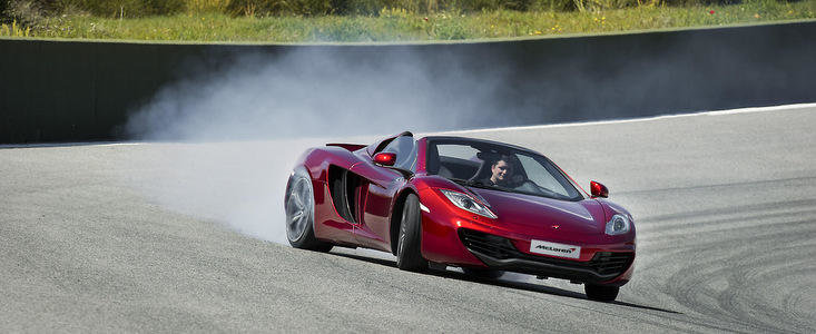 VIDEO: Noul McLaren MP4-12C Spider ia cu asalt drumurile si circuitele Spaniei