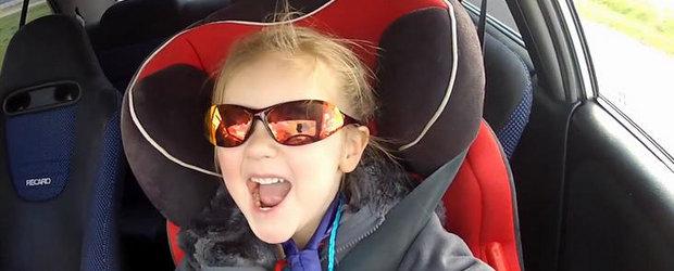 VIDEO: O fetita de trei ani conduce un Lancer Evo de 320 CP!