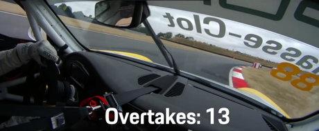 VIDEO: Parca e intr-un joc video. Pilotul de 21 de ani depaseste 13 masini in mai putin de 2 minute