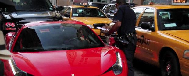 VIDEO: Politist calcat pe picior de soferul unui Ferrari