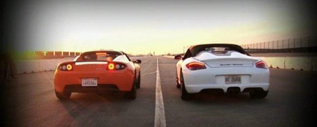 Video: Porsche Boxster Spyder, fata in fata cu Tesla Roadster Sport!