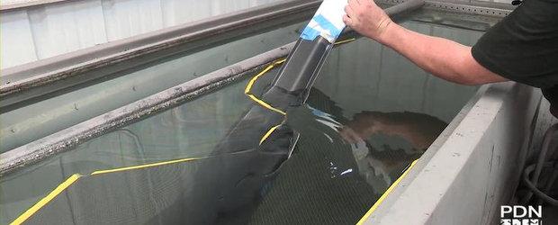 VIDEO: Priveste cum prinde aspect de carbon splitter-ul unui Chevy Camaro