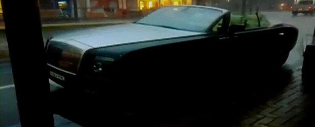 VIDEO: Rolls Royce lasat decapotat in ploaie. Daune: Peste 100.000 dolari
