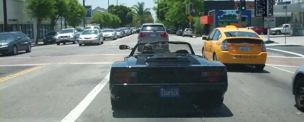 VIDEO: Un Ferrari Testarossa Spider a fost surprins recent pe strazile din LA