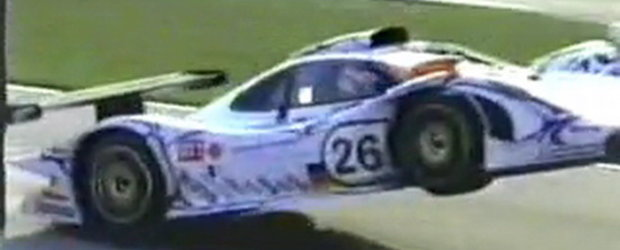 Video: Un Porsche 911 GT1 isi ia zborul in cursa de la Road Atlanta!
