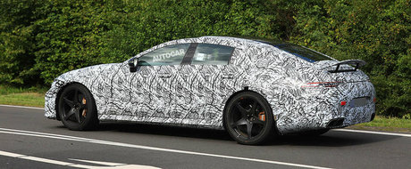 Viitoarea berlina de 800 CP de la Mercedes a fost surprinsa in teste alaturi de un eleron activ. POZE SPION