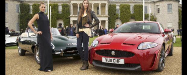 Viitorul intalneste trecutul: Noul Jaguar XKR-S pozeaza alaturi de legendarul E-Type