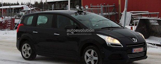 Viitorul Peugeot 5008 - primele poze spion
