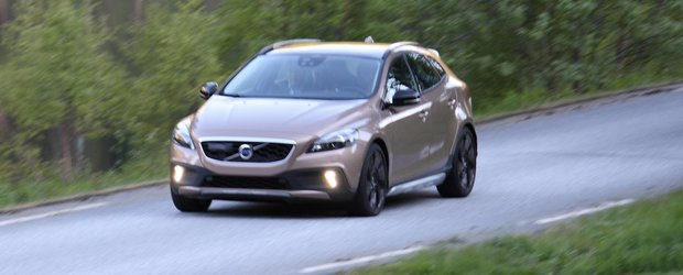 Viitorul Volvo XC40, surprins din nou complet nedeghizat