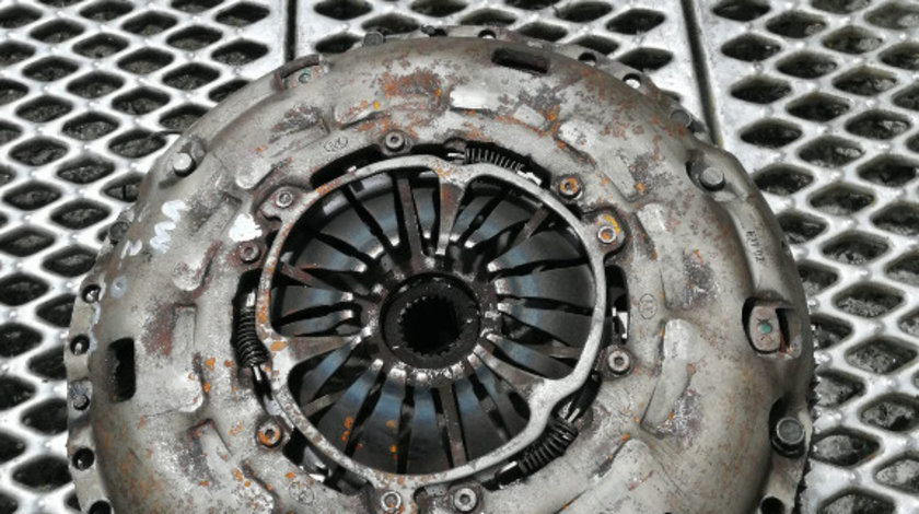 Volanta + Kit Ambreiaj Volkswagen / Audi / Skoda / Seat 2.0 TDI 03L105266J