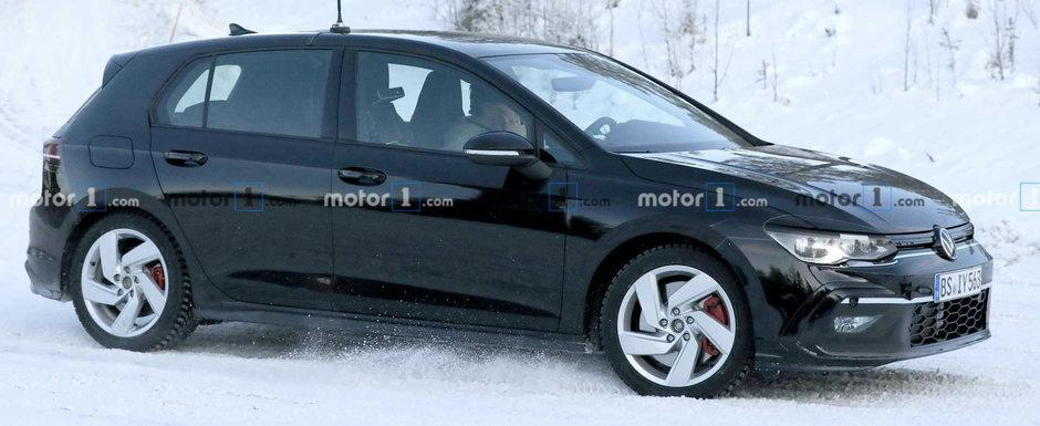 Volkswagen a scos in teste noul Golf GTI. Cum arata hot-hatch-ul de 255 CP