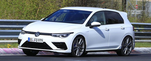Volkswagen ar putea lansa pe piata un Golf care sa se bata de la egal la egal cu Mercedes A45 AMG S