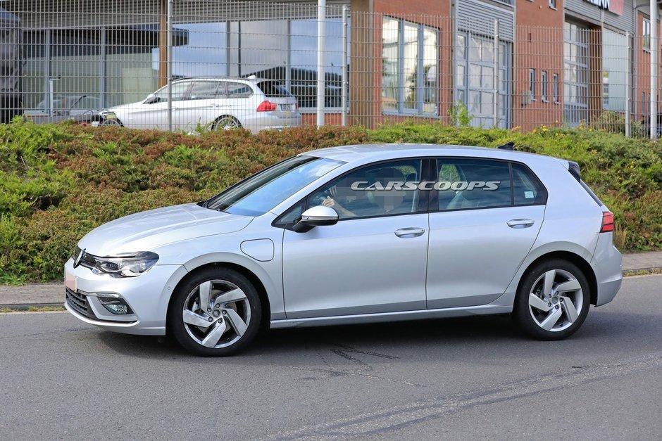 Volkswagen Golf GTE necamuflat - Poze spion noi