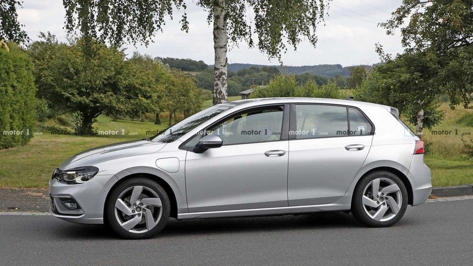 Volkswagen Golf GTE necamuflat