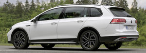 Volkswagen lucreaza la o noua varianta de Golf 8 ca sa scape de complexul Renault Clio V