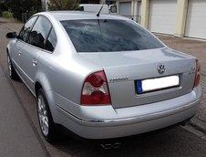 Volkswagen Passat W8 din 2002