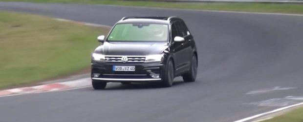 Volkswagen pregateste o surpriza de proportii. Prototipul Tiguan-ului R spionat la Nurburgring