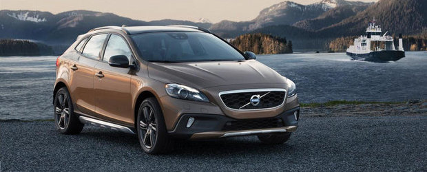 Volvo prezinta la Paris V40 R-Design si V40 Cross Country