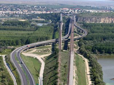 Vom plati taxa pentru trecerea podului peste Dunare Fetesti-Cernavoda
