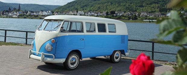 Vrea sa-si vanda VW-ul T1 din '64 pe care l-a restaurat complet. Cat cere pe una dintre cele mai dorite masini din lume