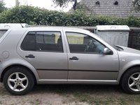 VW Golf 1.6 benzina 2001