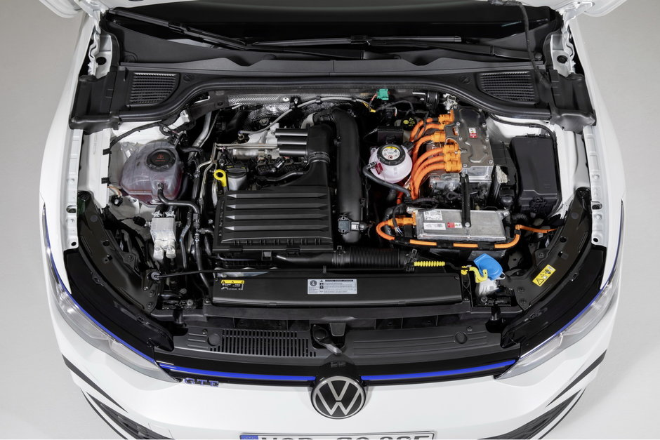 VW Golf GTI si GTE