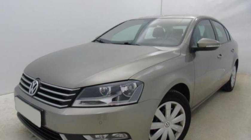 VW Passat 1.6 TDI BlueMotion Technology Trendline 105 CP Start/Stop 2013