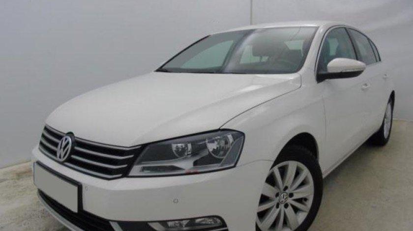 VW Passat 2.0 TDI BlueMotion Technology Comfortline 140 CP Start/Stop 2013